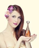 žena s parfémy — Stock fotografie