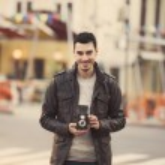 Teen guy with retro camera at outdoor — Stock Photo #24551549
