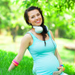 Young beautiful pregnant woman in the park — Foto de Stock