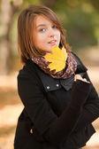 Beautiful girl at autumn park. — Stock Photo