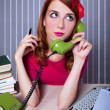 Woman at typewriter on telephone — Foto Stock