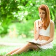 Beautiful young woman with note at outdoor — Stock Photo