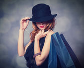 Style redhead girl with shopping bags. — ストック写真