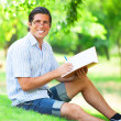 Young student with note at outdoor — Foto de Stock