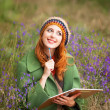 Redhead girl with note at outdoor — Stock Photo