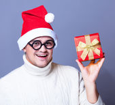 Guy with present and hat — Stock Photo