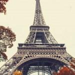 Paris. Gorgeous wide angle view of Eiffel Tower in autumn season — Stock Photo