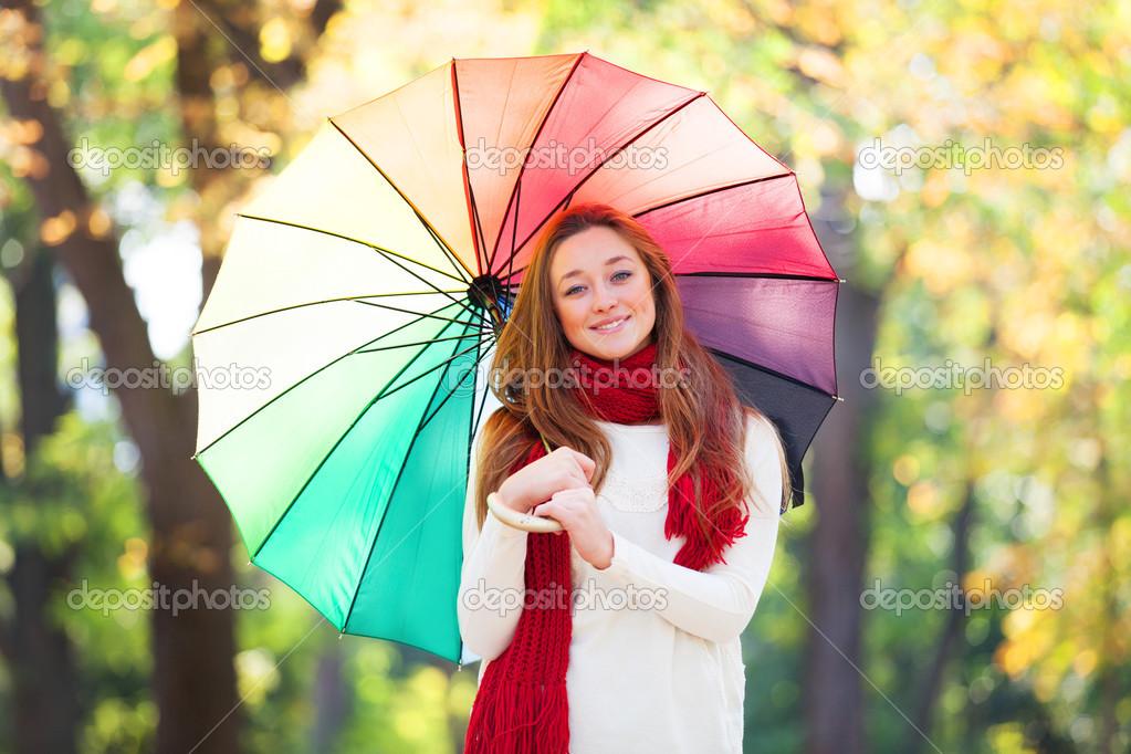 Девушка в красной косынке с зонтиком в открытый осенью ...: http://ru.depositphotos.com/32754293/stock-photo-teen-girl-in-red-scarf-with-umbrella-at-autumn-outdoor.html