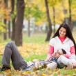 Teen couple at the park in autumn time — Stockfoto