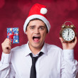 Handsome man with gift. — Stock Photo