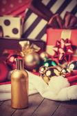 Perfumy i boże narodzenie prezenty — Zdjęcie stockowe
