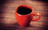 Rouge tasse de café sur la table en bois — Foto de Stock