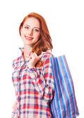 Mujer sosteniendo bolsas y sonriendo — Foto de Stock