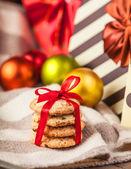 Cookies mit weihnachtsgeschenke — Stockfoto