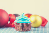 Cream cake and gifts on background — Stock Photo