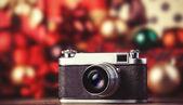 Câmera retro em fundo de férias. — Fotografia Stock