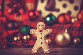 Cookie człowieka i prezenty. — Zdjęcie stockowe
