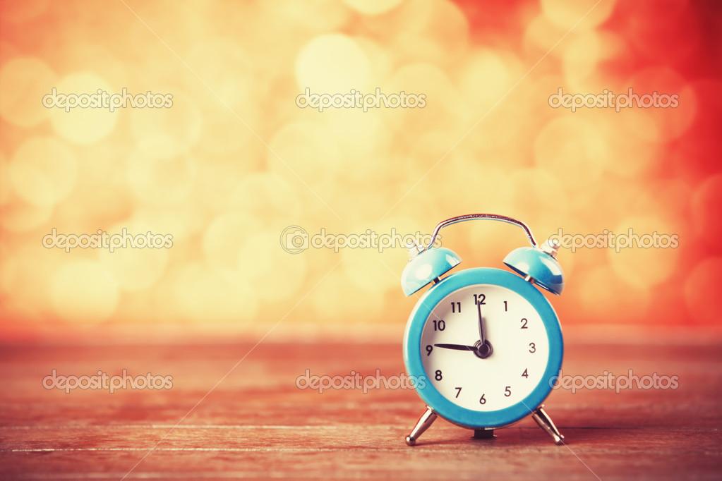 Красный ретро будильник — стоковое фото © versusstudio #123577756.