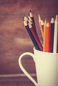 Color pencil in the cup on wooden background — Foto Stock
