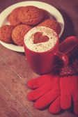 Gloves, cookie and cup with coffee — Foto Stock