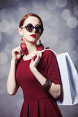 Beautiful redhead women with shopping bag — Stock fotografie