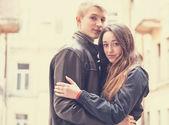 Jeune couple teen en plein air. — Photo