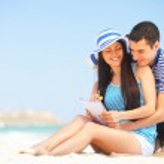 Beautiful couple on the beach. — Stock Photo #47300065