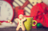 Cookie man and cup o hot chocolate. — Stock Photo