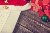 Laptop and chirstmas gifts — Stock Photo