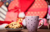 Cup of coffee and cookie on christmas background. — Stock Photo