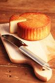 奶酪和刀 — 图库照片