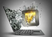 Teek symbool vlammende pictogram afsluiten door een monitor van laptop scherm — Stockfoto