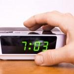 kontakt med en hand i en väckarklocka — Stockfoto