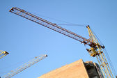 Construction of the new brick building by means of the elevating crane — ストック写真