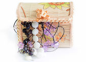 Various women's beautiful jewelry in a wicker box  — Foto Stock