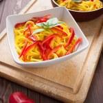 Spaghetti con zafferano e peperone - Spaghetti with saffron and — Stock Photo