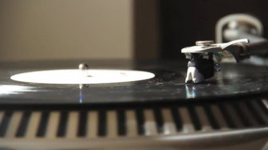 Record player spinning and vinyl disc — Stock Video