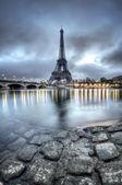 Uitzicht over parijs door nacht - frankrijk — Stockfoto