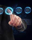 Um homem tocando um botão em uma tela sensível ao toque futurista interfac do — Foto Stock