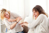 Complicity scene beetwen two girls best friends - Friendship con — Stock Photo