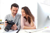 Photographer show results to his model — Stock Photo