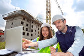 Co-workers working on a construction site — Stock Photo