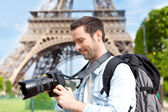 Young attractive tourist taking pictures in Paris — Stock Photo