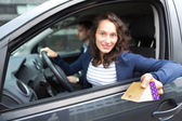 Couple in his car paying at a toll booth — Stock Photo