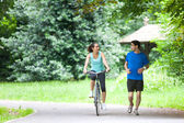 Young sportive couple jogging at the park — Stockfoto