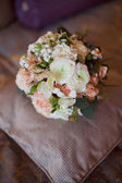 粉红和白色婚礼花束 — 图库照片