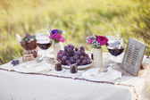 Wedding table in the park — Stock Photo
