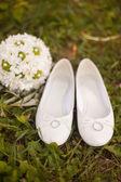 Beyaz düğün ayakkabıları gelin — Stok fotoğraf