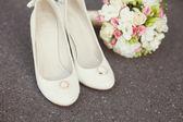 Wedding rings, bouquet, bridal shoes — ストック写真