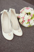 Wedding rings, bouquet, bridal shoes — Stock Photo